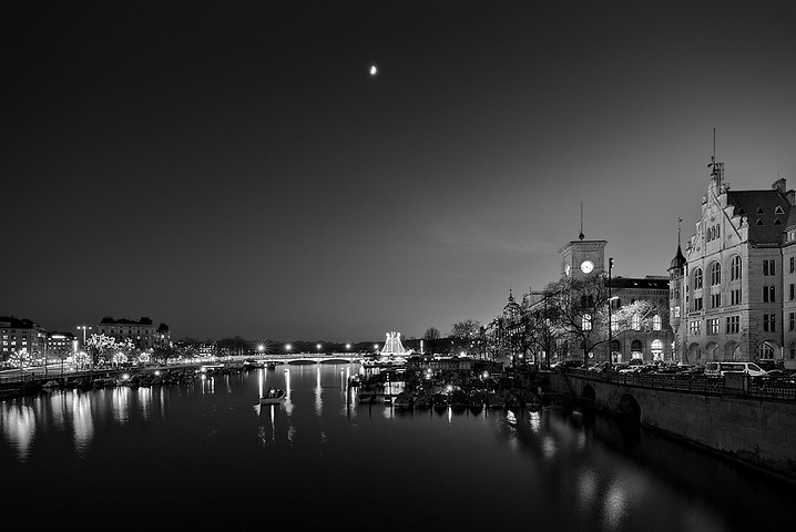 Black & White photo conversion using PCA